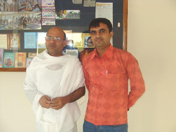 Devang Vibhakar with Shrutpragya Swami