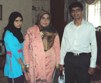 Zahid-Gishkori-with Amina and her daughter