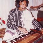 aqeel-manzoor-performing-in-a-radio-pakistan-programme