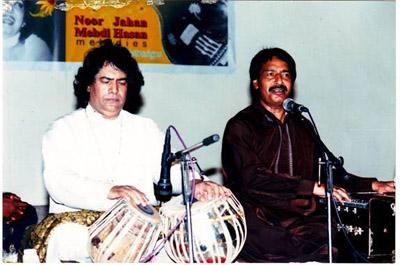Aqeel Manzoor performing with Abdul Sattar (Tari Khan) in Tabla