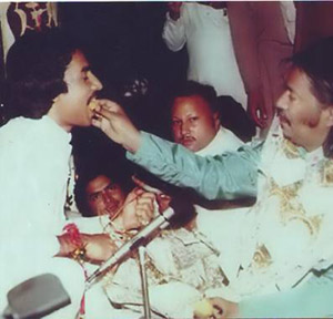 Ustad Salamat Ali Khan taking Aqeel Manzoor under his tutelage, Nusrat Fateh Ali khan also present in picture