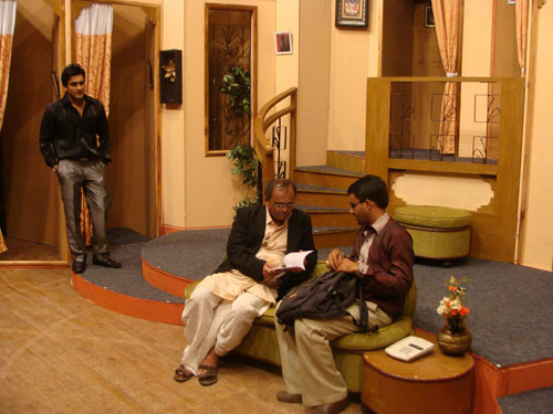 """Sanjay Goradia on sets of """"Aa Family Fantastic Chhe"""""""