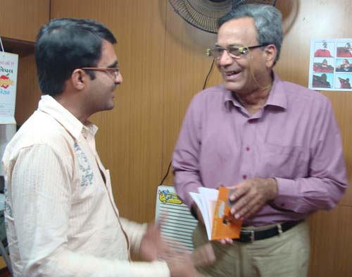 "Devang Vibhakar In Conversation with Ashok Aatreya While Gifting Him His Book ""SpeakBindas - Following The Inner Passion"""