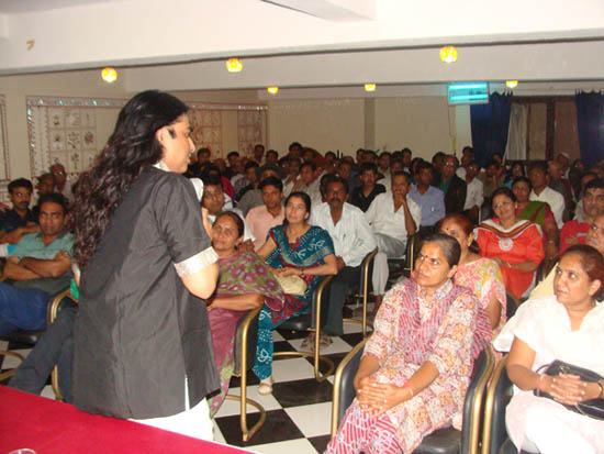 Osho Shivo delivering the free seminar on Past Life Regression